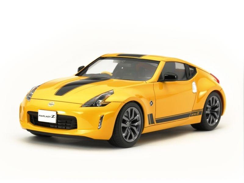 Nissan 370Z Heritage Edition Plastikmodellbausatz 1:24