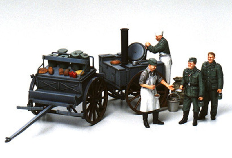 Deutsche Feldküche mit vier Soldaten
