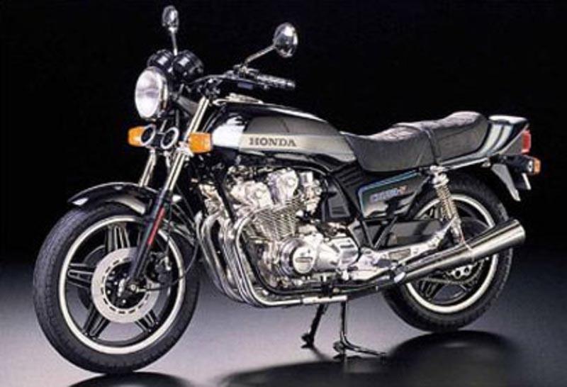 Honda CB 750 F 1979 Motorrad Plastikbausatz 1:6