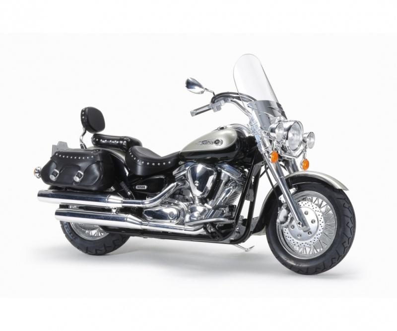Yamaha XV1600 Roadstar Custom Motorrad 1:12 Bausatz