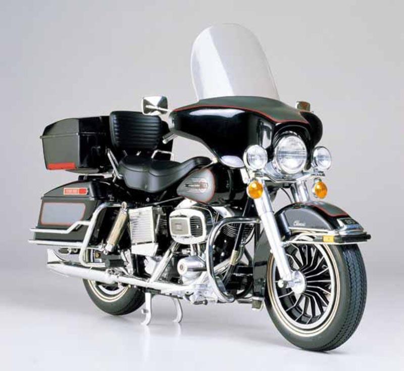 Harley Davidson FLH Classic black 1:6 Bausatz