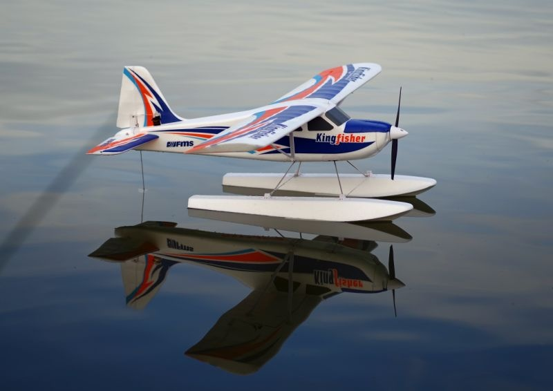 FMS Kingfisher Trainer 1400mm PNP inkl Schwimmer und Skis FMS103PF