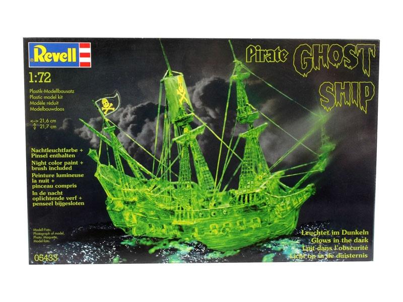 Geisterschiff mit Nachtleuchtfarbe 1:72